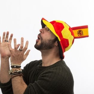 0f4c830d626c Gorro Balón de Fútbol con Bandera de España en Relieve Th3 Party